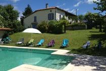 Chez Sarrazin farmhouse with shared pool and garden