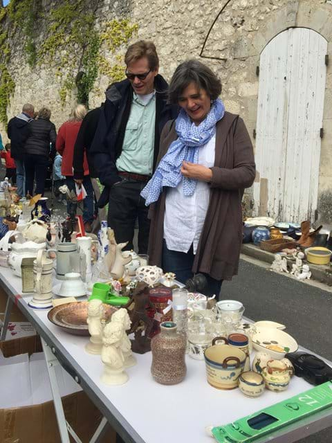 Browsing at local vide grenier