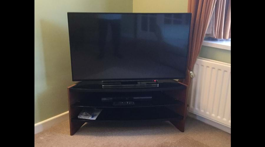 "43"" Smart TV in Lounge with Free Netflix"