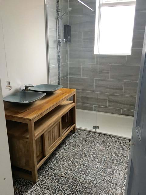 LE after - bathroom extended