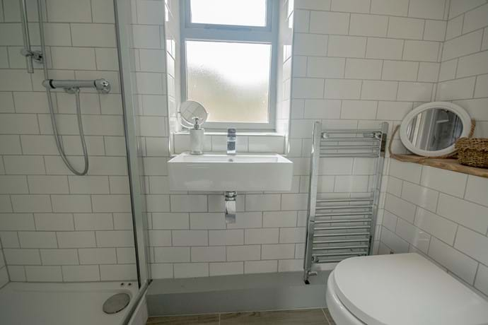 Ensuite bathroom to double bedroom