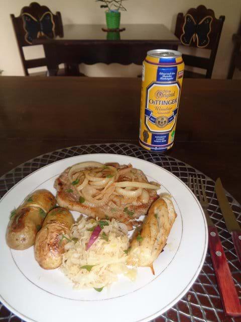 Sauerkraut und Bratwurst und a Bier