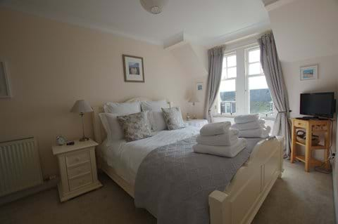 Double ensuite bedroom with kingsize bed