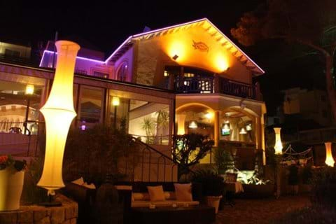 Villa Mercedes Restaurant & Bar - regular live music