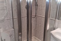 Atlantic Gold Lodge 35. Groundfloor Shower. Atlantic Reach Gold Lodges. www.newquay-selfcatering.com