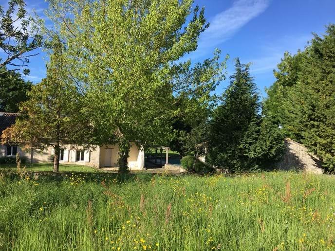 La Busaneth from the rear in Loubès Bernac