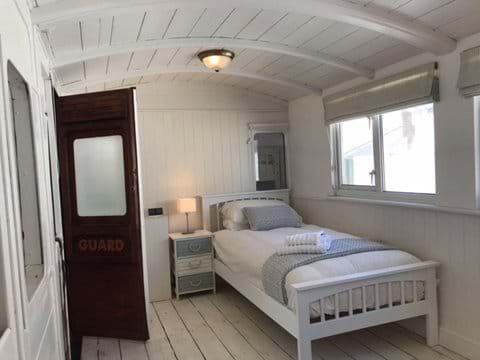 Railway carriage bedroom 2 - twin beds