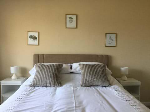 Large Kingsize Bedroom 2 - with double wardrobe.