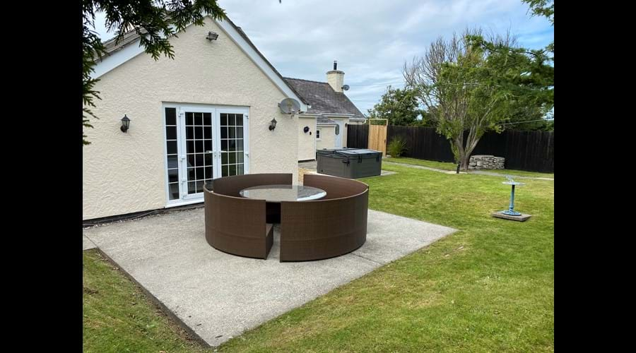 Large rear garden with patio table
