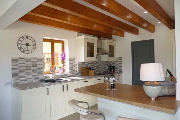 Fully integrated kitchen in Le Noyer