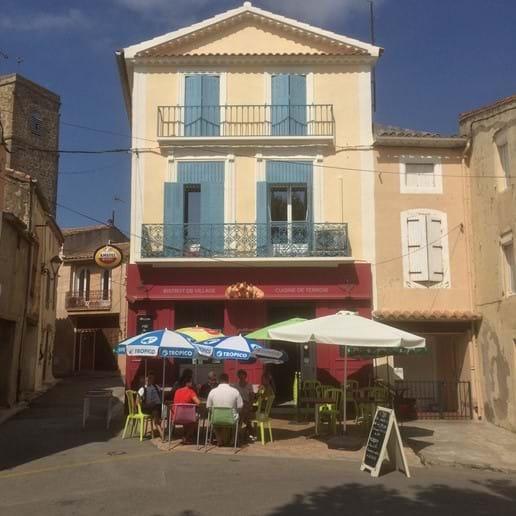 The village bar / restaurant - Les Trois Petits Cochons