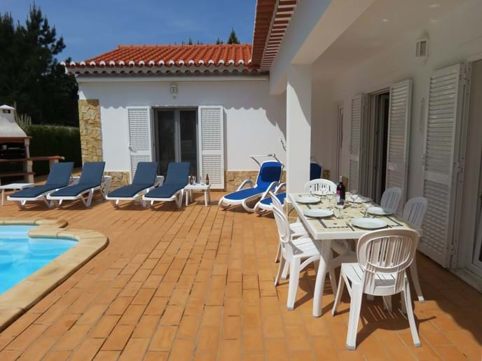 Villa holiday in Portugal - table, chairs and sunbeds for 6