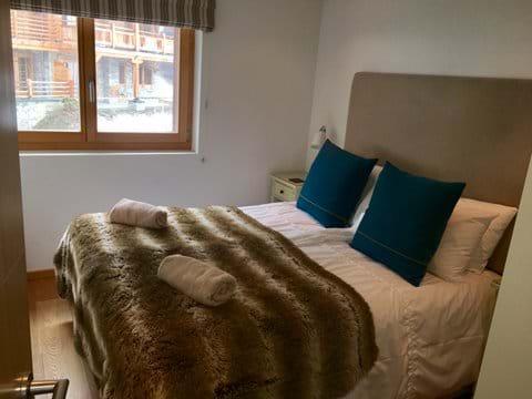 Master bedroom (double)