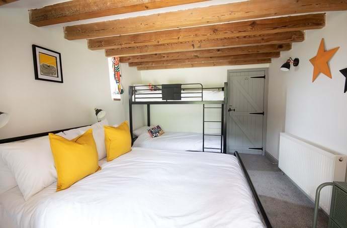 Family bedroom (kingsize bed + bunk)