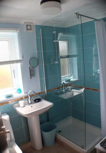 Cornish Chalet Holidays Lynfield Bathroom