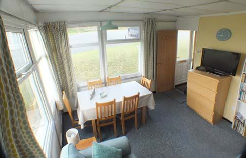 Chalet Cwtch Dining