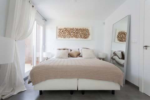 "Master bedroom 1 ""the white room"""