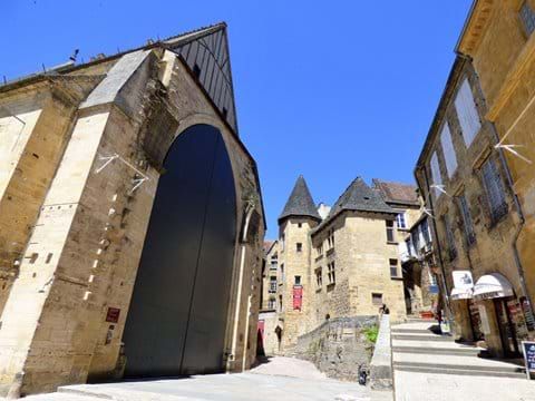 Manoir de Gisson and the covered market are on your doorstep