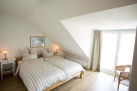Schlafzimmer mit Blick zum Rhein
