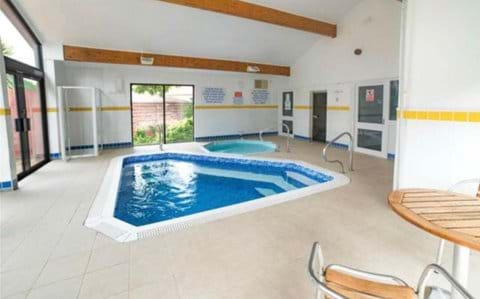 Steam room, spa and splash pool