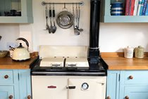 Vintage oil Rayburn (plus there's a modern electric cooker if you prefer)