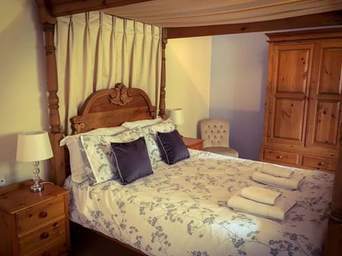 Four poster in Little Bengate Barn