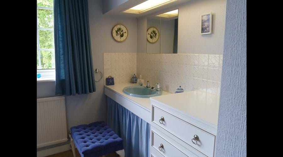 Fitted vanity area in main bedroom