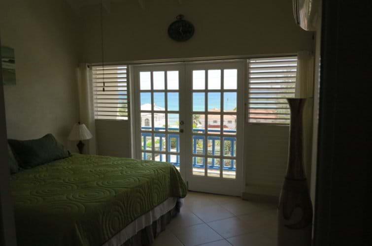 Master bedroom ( with en suite )