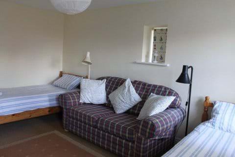 Lower floor twin bedroom