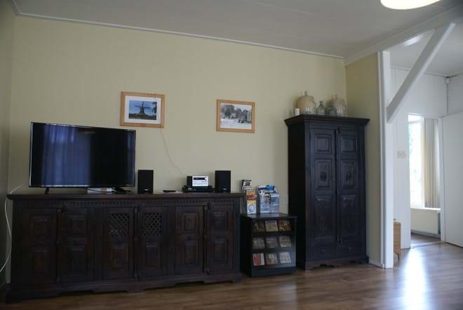 Grote woonkamer met SMART tv, blu-ray speler & dvd's, microsysteem & cd's, WIFI...