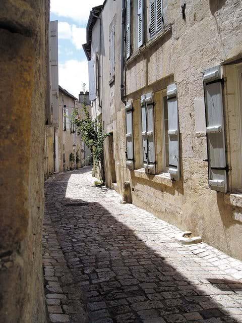 Vieille ville de Cognac - Crédits Charente Tourism (35 mins)
