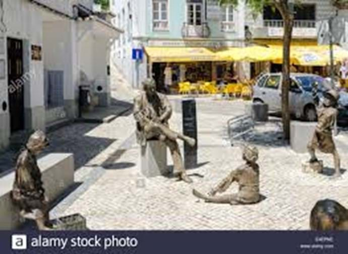 Bronze Statues in the square in Monchique