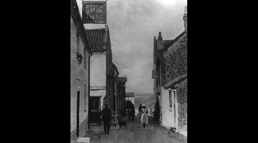 The Ship Inn looking down to The Quay (now Benbow Cottage)