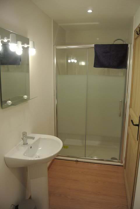Chambre 3 salle de bain  privée