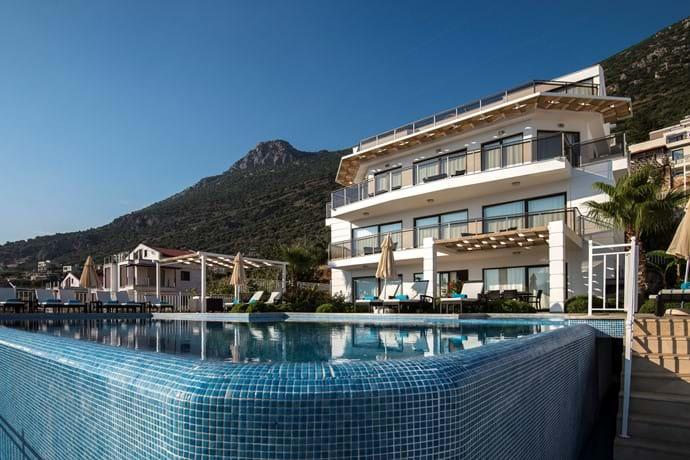Falcon Lodge is a luxury 7-Bedroom villa