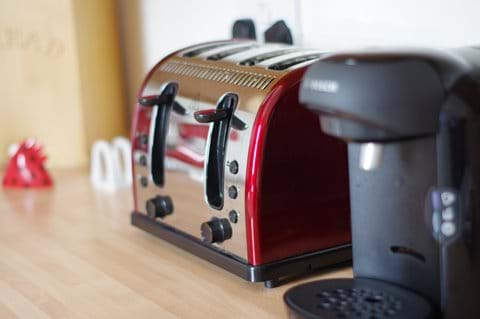 Coffee machine and coffee pods supplied
