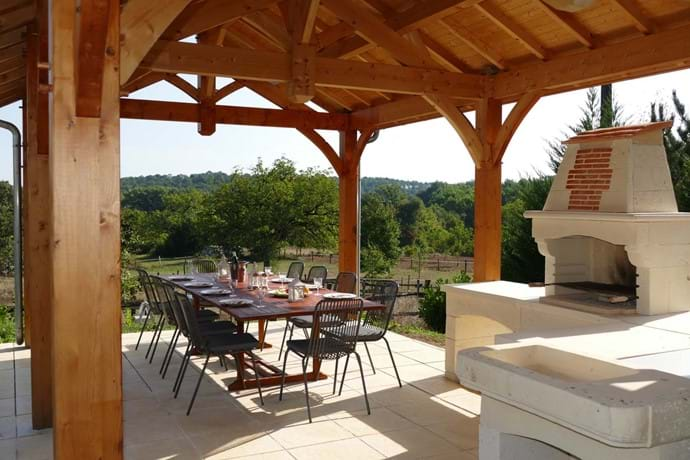 Stone Barbecue and large table for those long lunches!