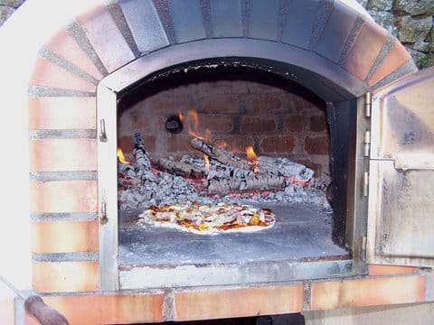 The Outdoor Pizza Oven