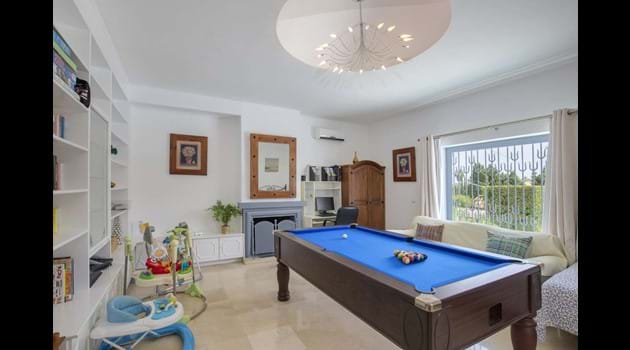Snooker room with computer + wi fi + double bed + wardrobe + drawers for use as bed 5