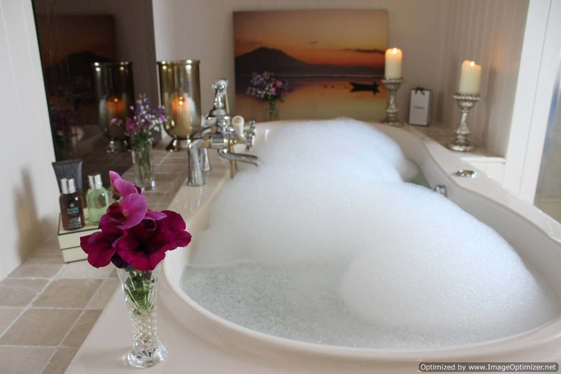 Jacuzzi bath in bedroom 2 ensuite