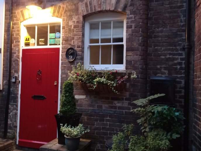 IRONBRIDGE VIEW TOWNHOUSE - SLEEPS 3