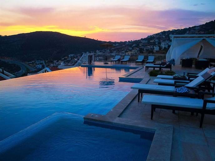 Falcon Lodge gets fabulous sunsets over the hills