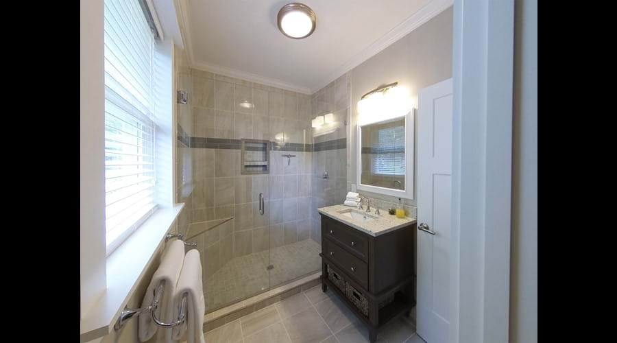 Wider view of Bathroom 3
