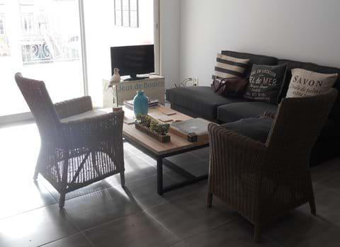 Sitting area - apartment is on the sunny side