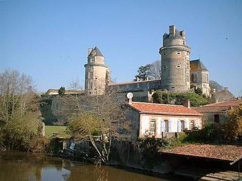 Le Chateau in Apremont