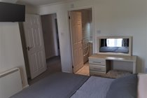 Atlantic Gold Lodge 35. En-suite Kingsize Bedroom with tv. Atlantic Reach Gold Lodges. www.newquay-selfcatering.com
