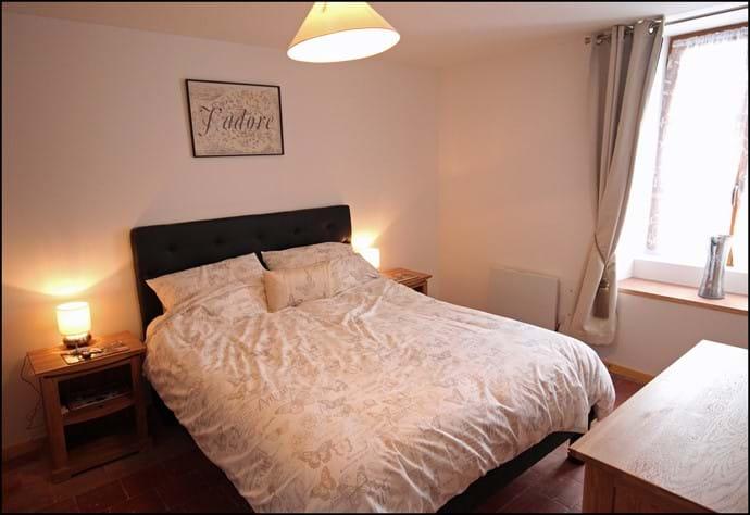 Loire Valley self catering gite downstairs ensuite king bedroom.