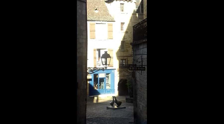 """""""Les Trois Oies"""" at Place du Marché aux Oies"""
