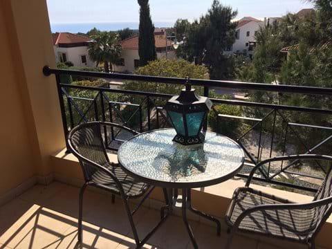 Enjoy the sea from the balcony
