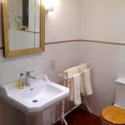 Bathroom 1 (main unit, first floor)